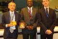 Monsieur Aly TOURE entouré du Directeur Exécutif sortant,Mr Kitahara et du Nouveau Directeur Monsieur Arnaud Petit