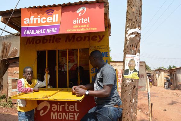 "Transaction dans une Agence de ""Mobile-Money"" en Ouganda"