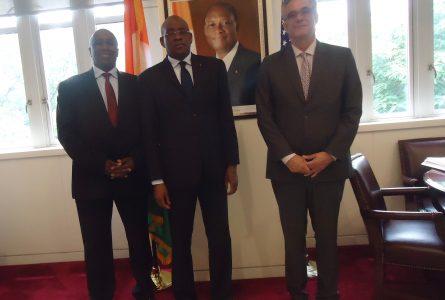 L'Ambassadeur de la Côte d'Ivoire aux USA, S.E.M. Mamadou Haidara (au centre) avec Monsieur Jose Sette, Directeur Executif de l'Organisation Internationale du Café  et S.E.M. Aly Touré