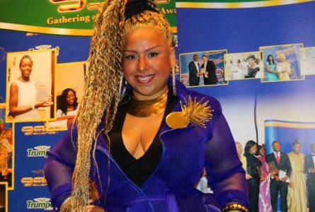 Londres : MISS-K exude plein de glamour, en animant la 20ème réunion des meilleures personnalités africaines 2018!