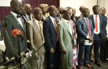 Me Konan Emmanuel (au premier rang, en costume vert claire au milieu) entend organiser la profession d'agents de joueurs en Côte d'Ivoire.