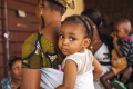 Société : Les femmes et les enfants sont aujourd'hui plus nombreux que jamais à avoir la vie sauve, selon un rapport des Nations Unies